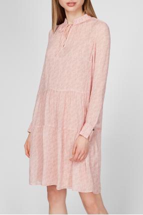 Женское пудровое платье с узором 1