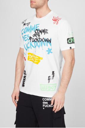 Чоловіча біла футболка з принтом 1